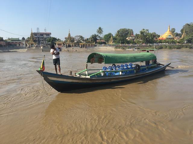 イエレーパゴダ行きのボート