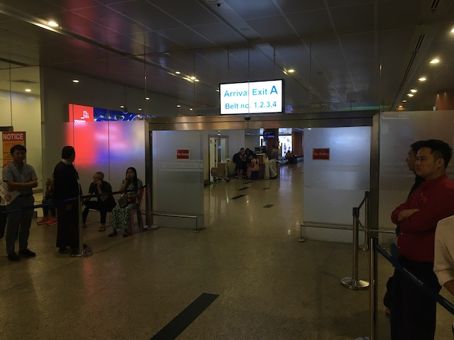 ヤンゴン空港の国際線出口