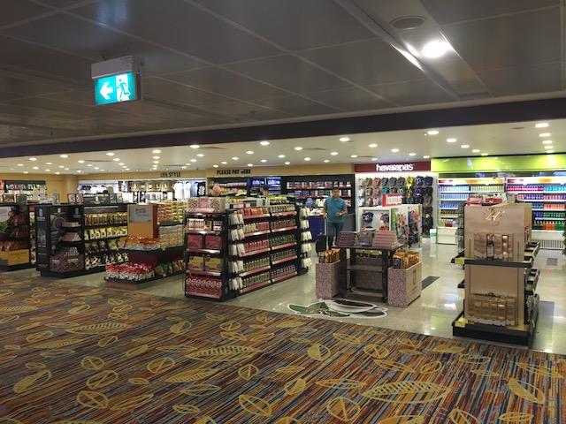 ヤンゴン空港内のお土産屋