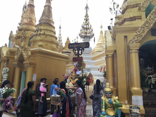 シュエダゴンパゴダの祭壇