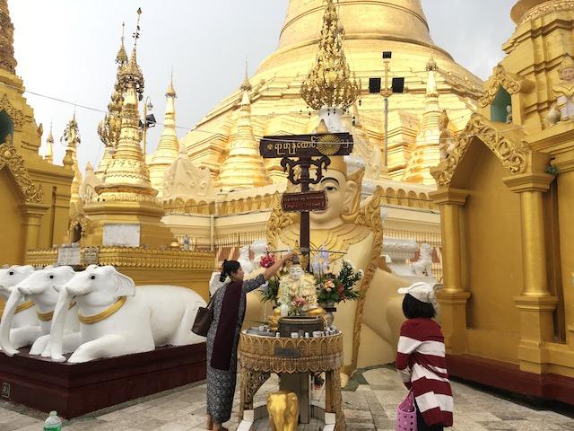 シュエダゴンパゴダの水曜日の祭壇