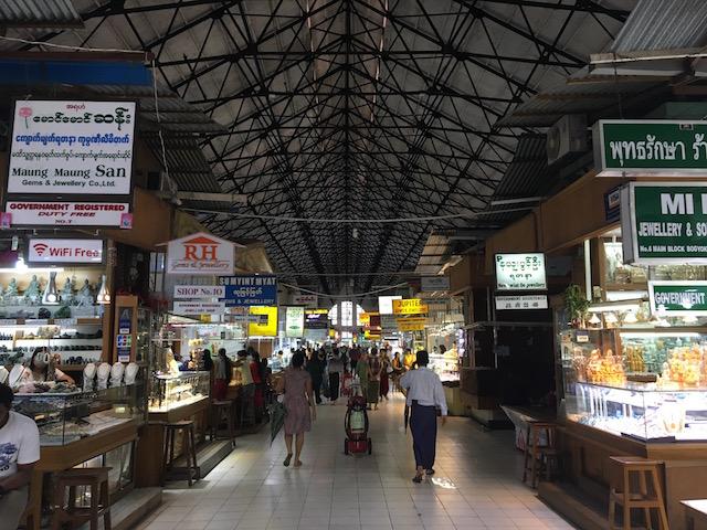 アウンサンマーケットの内部