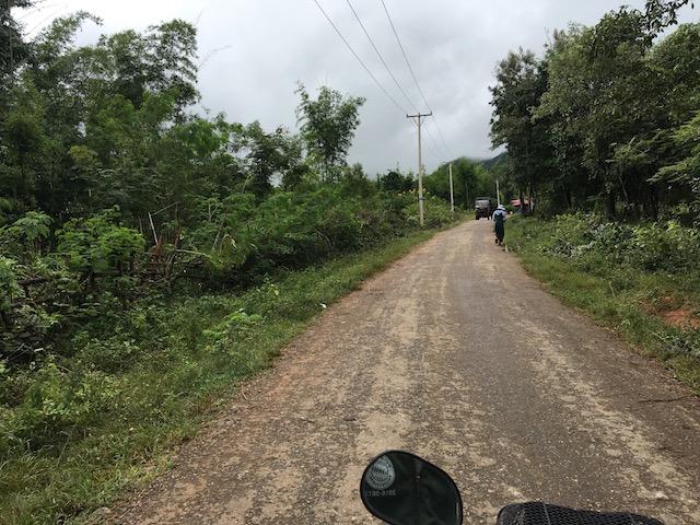 インディン遺跡までバイクで向かっている様子