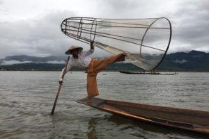 インダー族の伝統漁法
