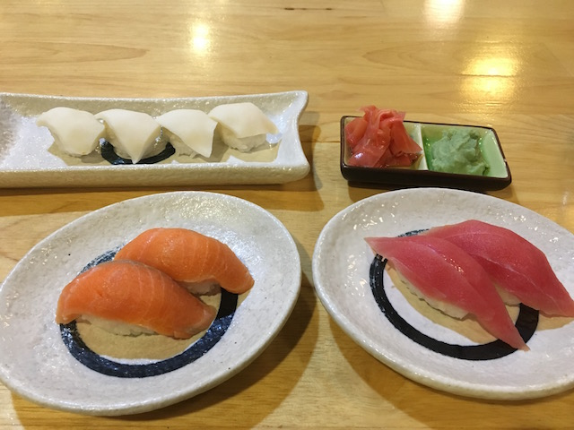 ニャウンシュエの日本食レストランで食べたお寿司