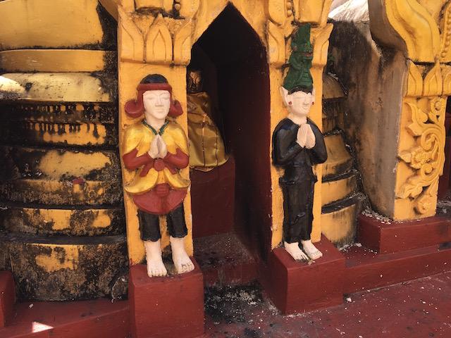 パオ族の祖先、アーキミストとドラゴンの像