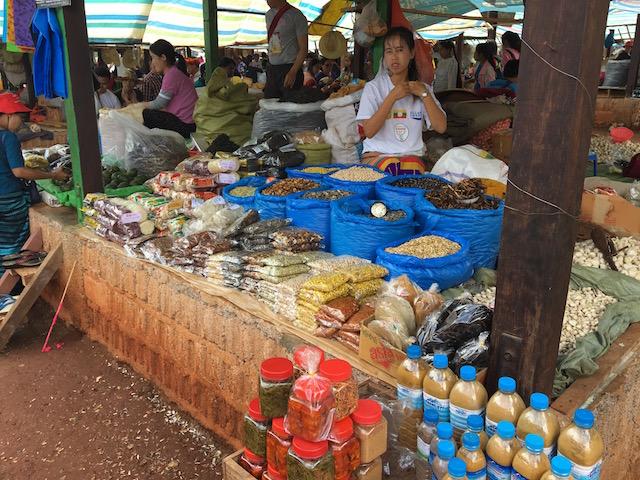 カックー遺跡前のマーケットの様子