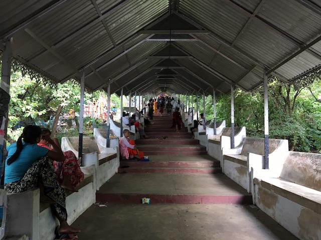 マンダレーヒルの階段