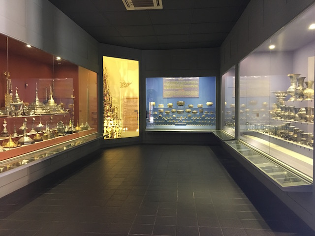 マハムニパヤー内の展示品