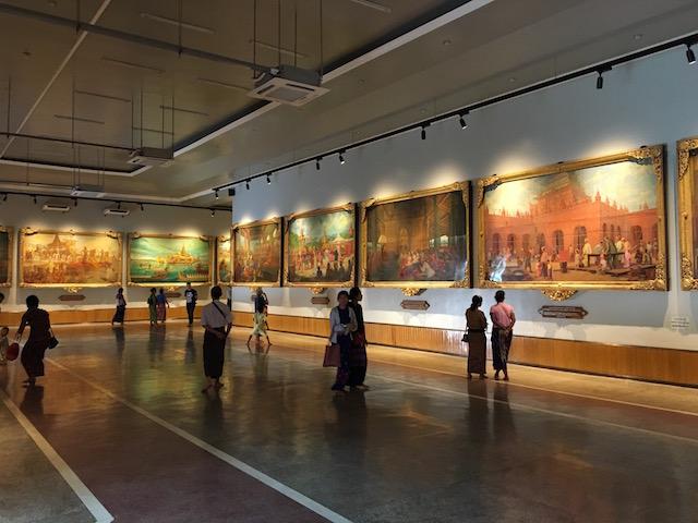 マハムニパヤーの歴史を表した巨大絵