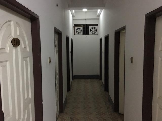 ゴールデンレイクホテルのシャワーとトイレ