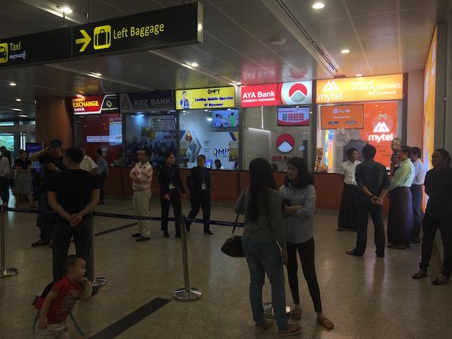 ヤンゴン空港のSIMカード売り場