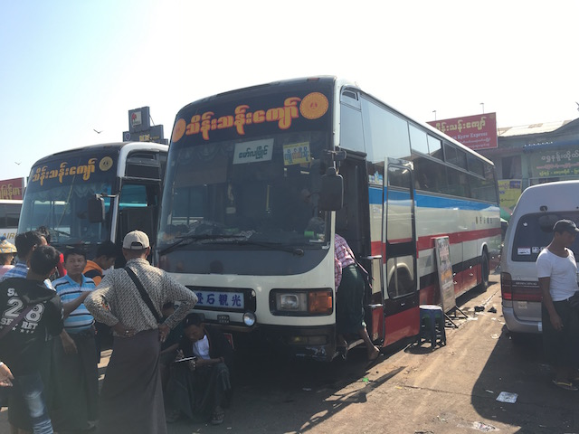 バゴー、ゴールデンロック行きのバス
