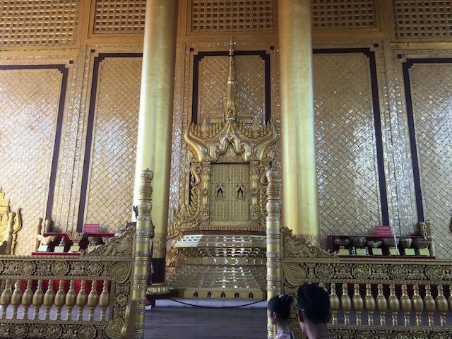 カンボーザターディ王宮の展示物