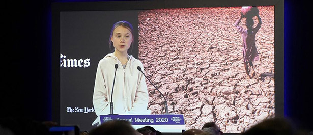 ダボス会議で演説するグレタ・トゥーンベリ